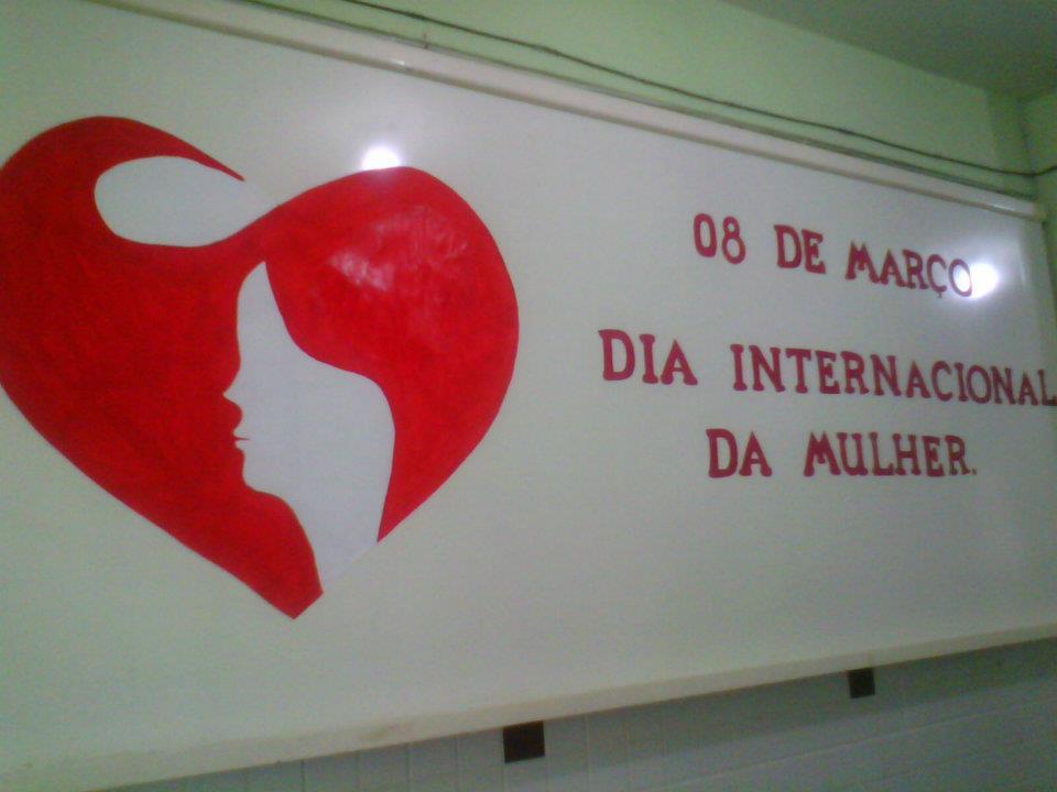 Mural dia da mulher na escola