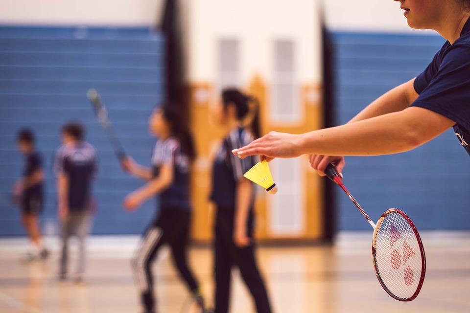 Jogando badminton