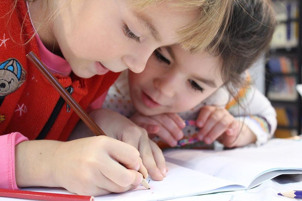Estudantes crianças